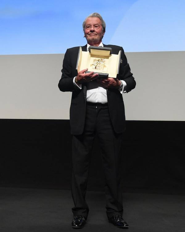 Alain Delon Goldene Ehren-Palme Preisverleihung Cannes 2019