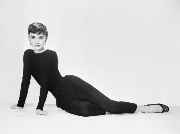 Audrey in tollem schwarzen Outfit