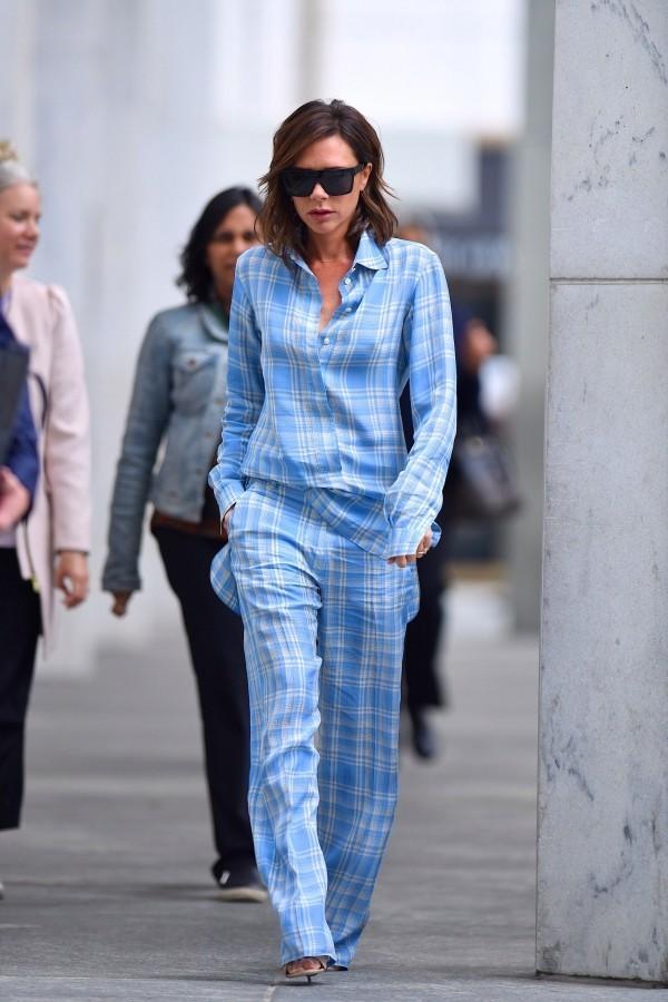 Blauer Anzug mit Streifen Victoria Beckham