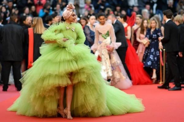 Deepika Padukone tolles Kleid