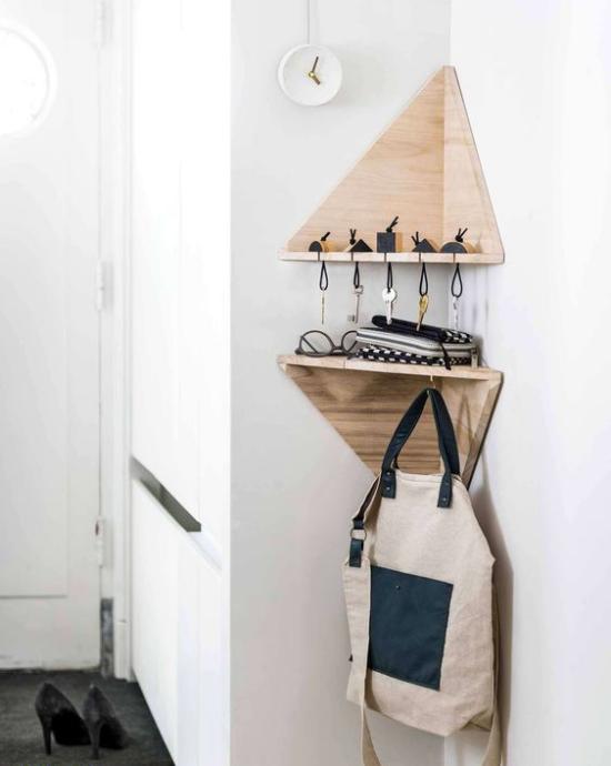 Eckmöbel clevere Lösung mehr Stauraum einfaches Eckregal im Flur Haus-und Autoschlüssel