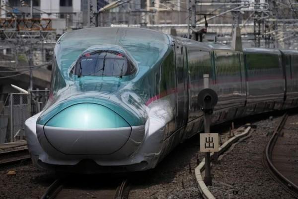 Japan testet Alfa-X, den schnellsten Hochgeschwindigkeitszug der Welt der schnellste zug frontalblick