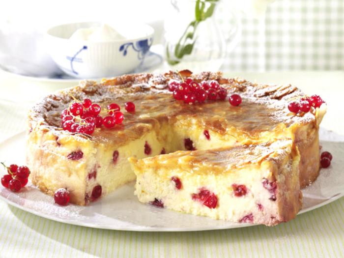 Kuchenrezepte zum Abnehmen Johannisbeere Kuchen mit Baiser Häubchen leichte Zubereitung himmlischer Geschmack