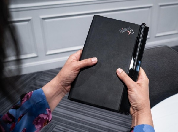 Lenovo arbeitet an einem ThinkPad X1 PC mit faltbarem Display handbuch größe laptop