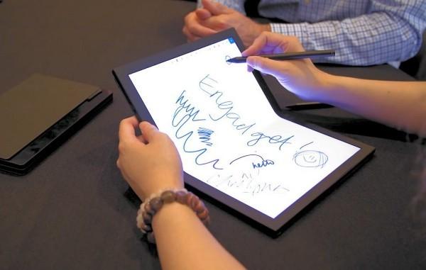 Lenovo arbeitet an einem ThinkPad X1 PC mit faltbarem Display laptop zeichnen stift