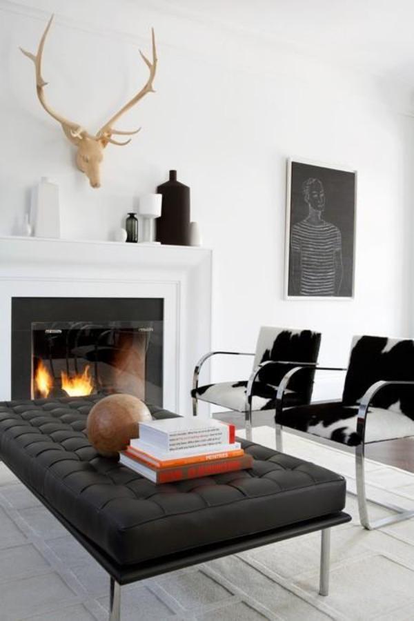 Maskulin und elegant modernes Wohnzimmer Kaminfeuer weiß grau und schwarz kombinieren