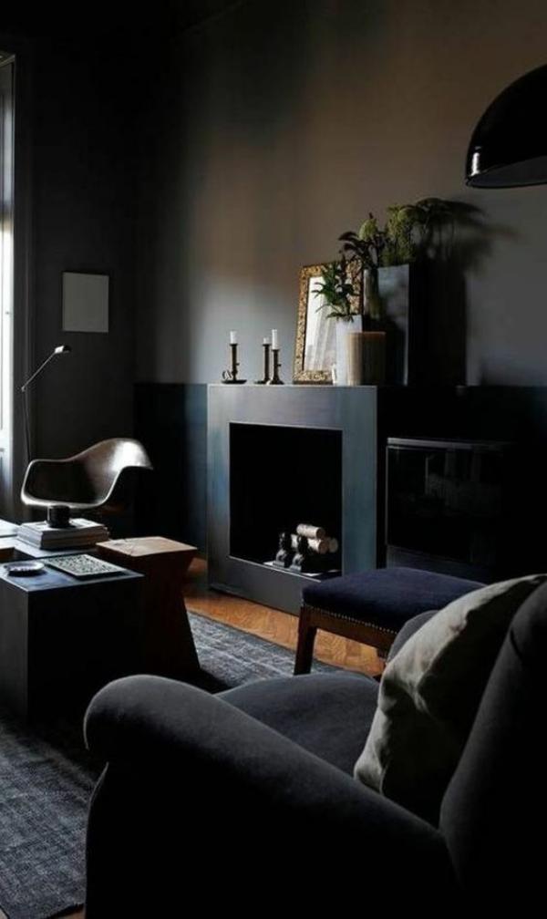 Maskulin und elegant modernes Wohnzimmer dunkles Interieur Samt Kerzen Blumen