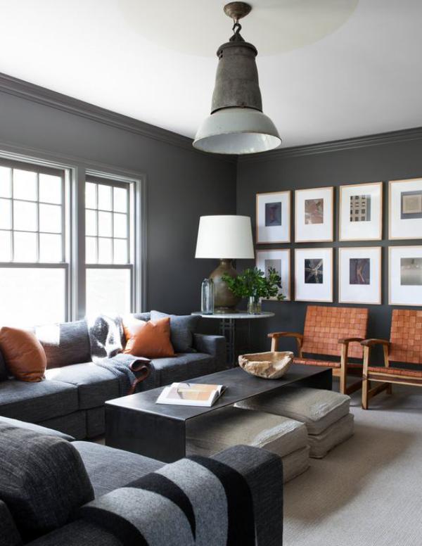 Maskulin und elegant modernes Wohnzimmer graue Farben Akzentwand mit Bildern erhabener Stil