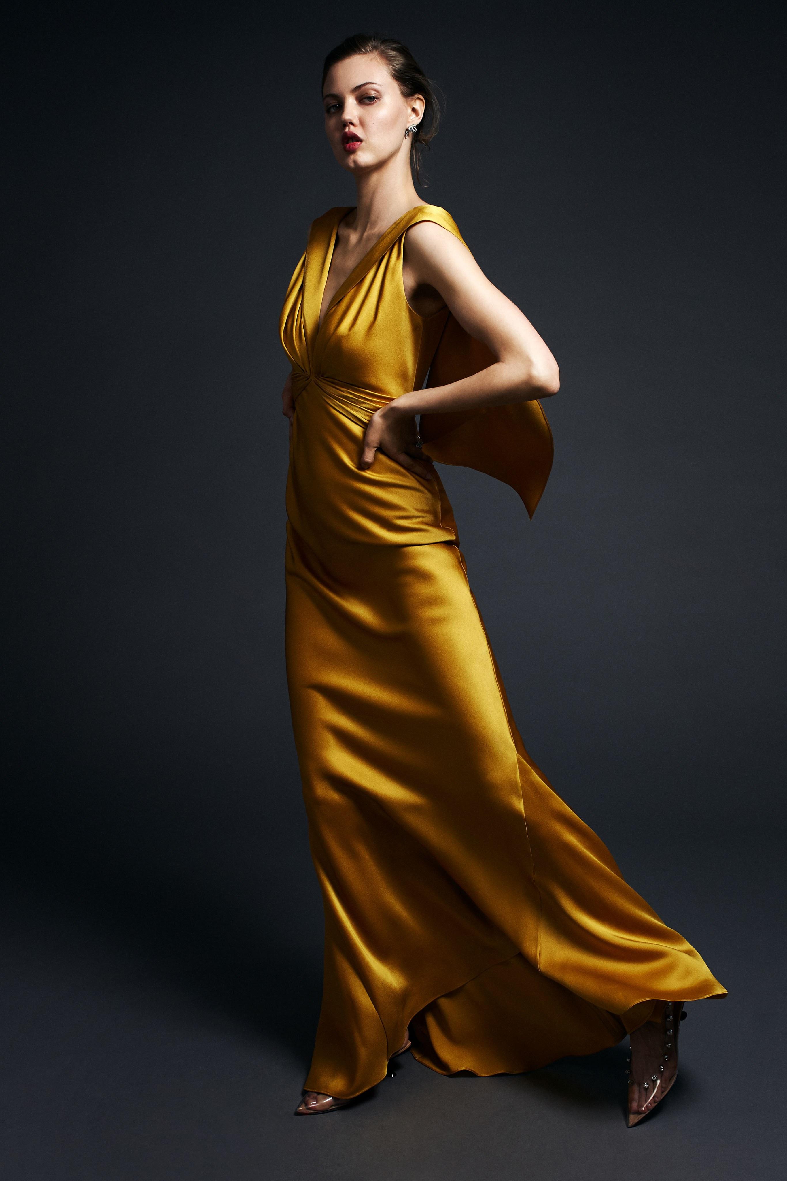 Modetrends goldenes Kleid
