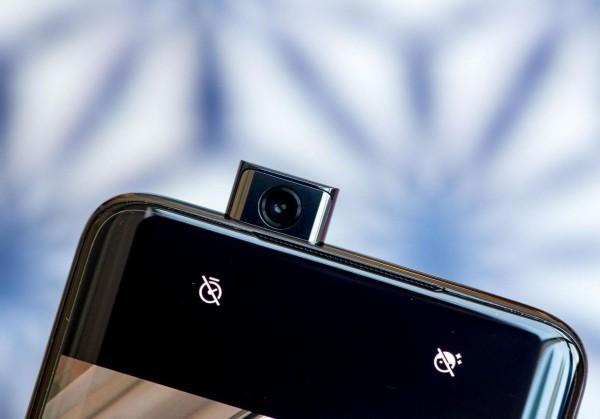 OnePlus 7 und OnePlus 7 Pro - Worin liegt der Unterschied pop up kamera lustig aber praktisch