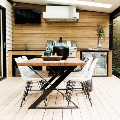 Outdoor Küche modernes Design Sitz –und Kochbereich viele Extras Fernseher