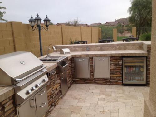 Outdoor Küche modernes Design gemauert viele Küchengeräte aus Edelstahl