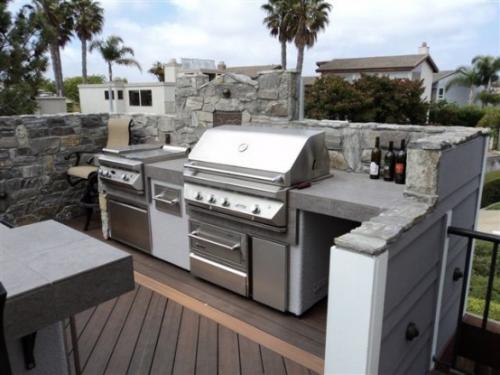 Outdoor Küche robuste wetterfeste Materialien Beton Edelstahl Holz