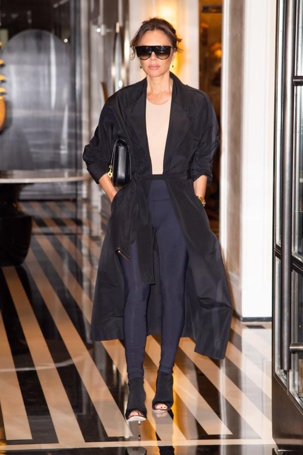 Outfit für den Flughafen - Victoria Beckham