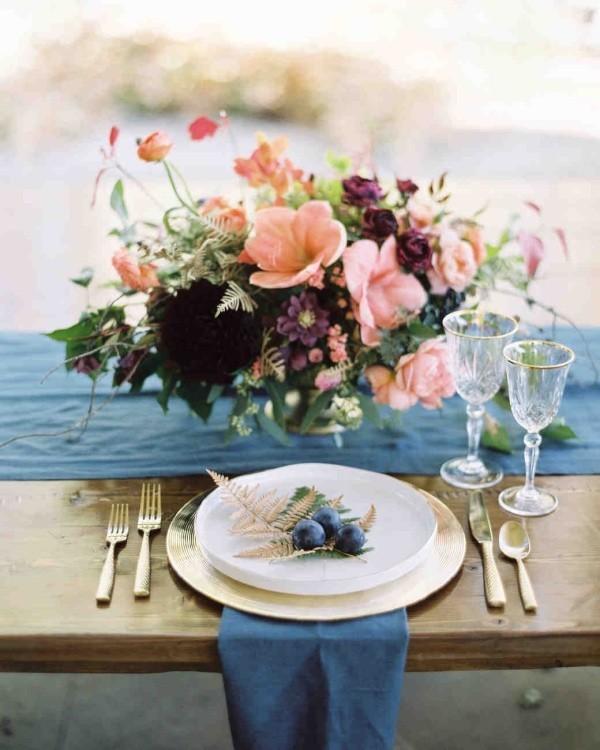 Romantische Tischdeko mit Rosen herrliches Blumenarrangement Party