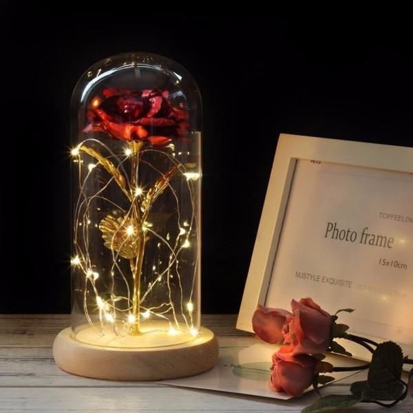 Rose im Glas mit kleiner Lichterkette dekoriert toller Blickfang