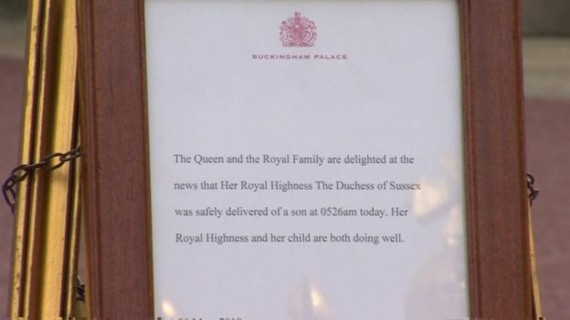 Royal Baby Prinz Harry Meghan Markle Buckingham Palace Schild