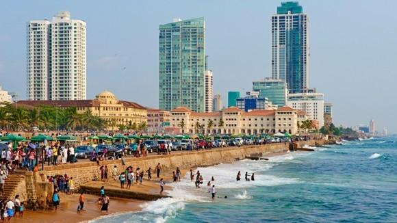 Sri Lanka, Colombo, Galle Face Beach, Sunday bath
