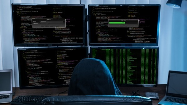 Teen hackt Apple zweimal in der Hoffnung auf einen Job hacker mit vier bildschirmen apple
