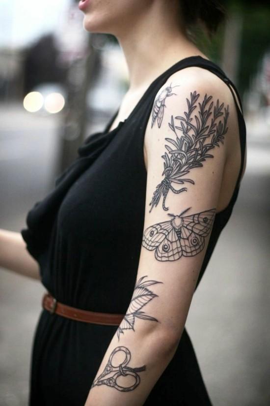 blackwork schmeterlinge sleeve tattoo ideen für frauen