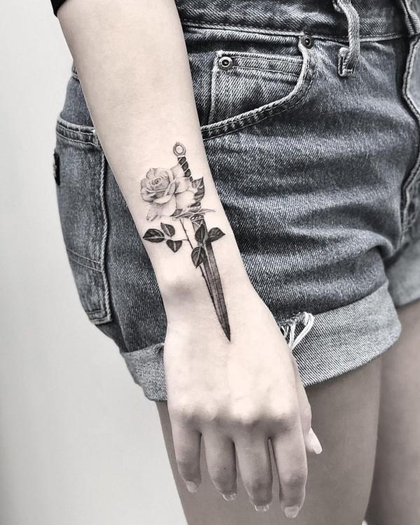 edle rose tattoo ideen