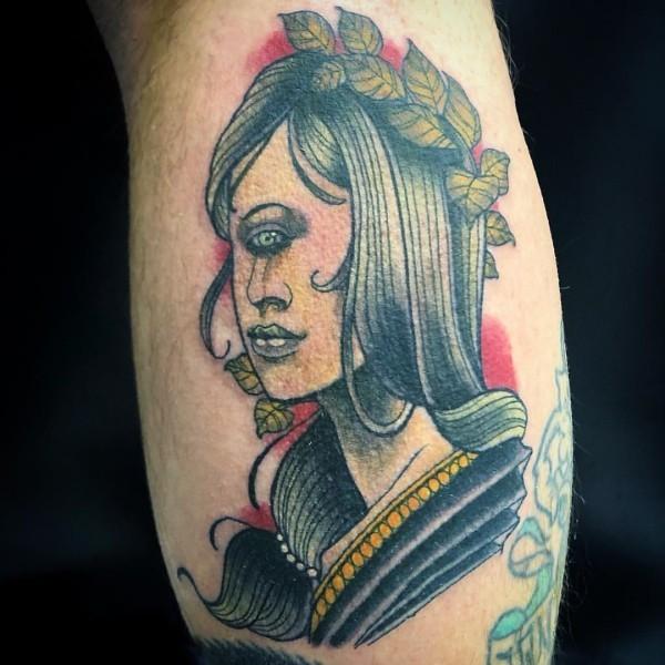eine frau mit einem auge tattoo ideen