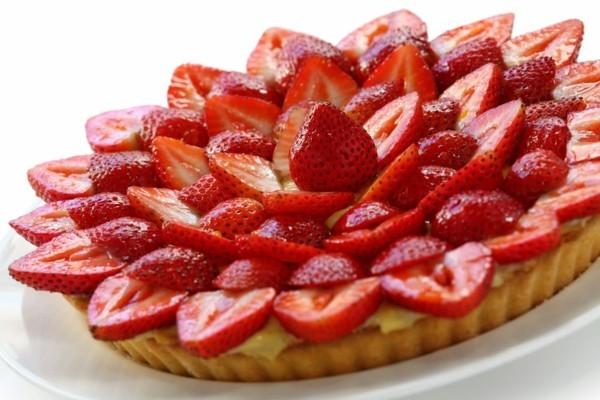 erdbeertorte mit frischen erdbeeren zubreiten