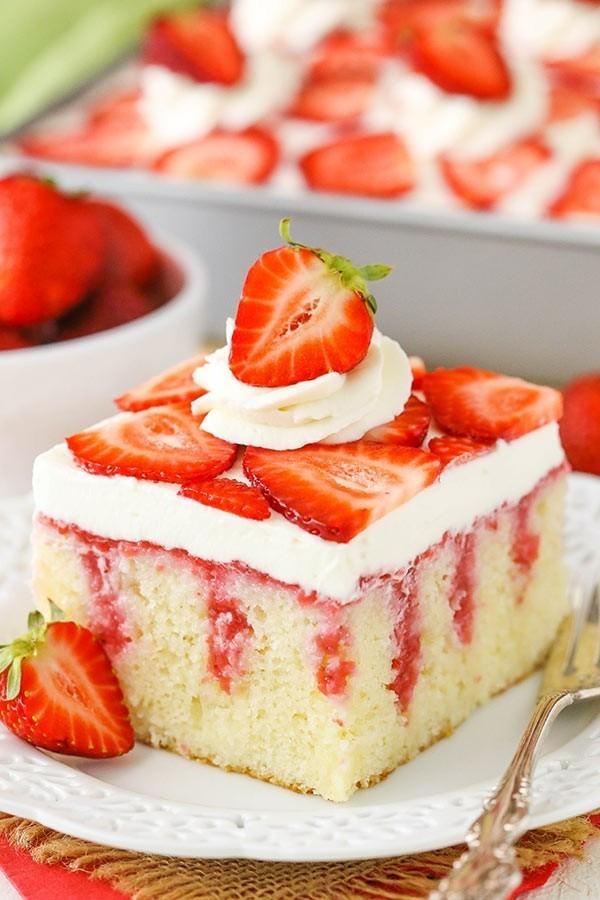 erdbeertorte poke cake