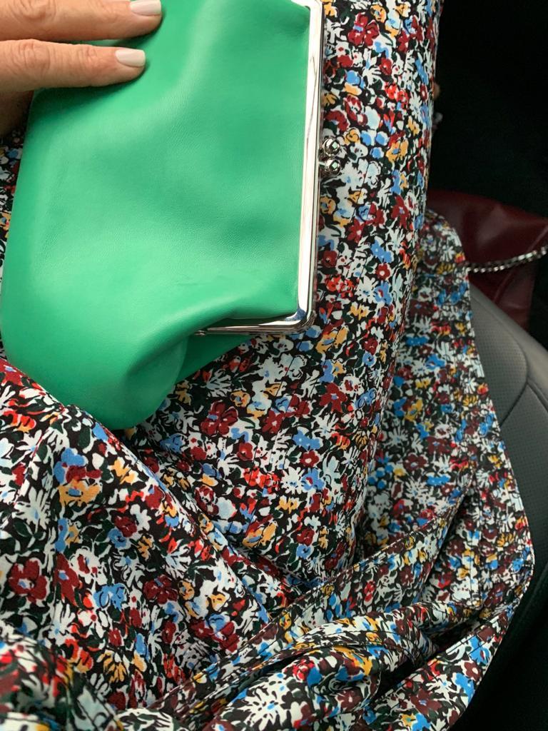 handtasche und ein tolles Kleid