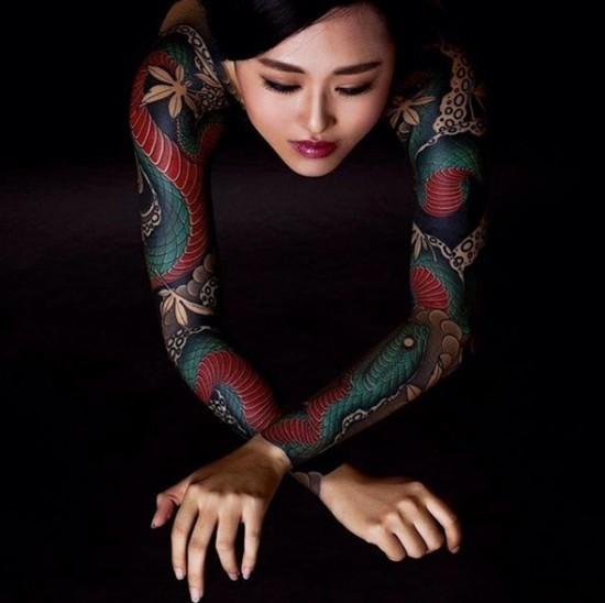 japanische ganz sleeve tattoo ideen für frauen