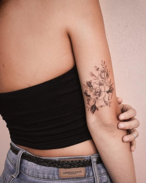 kleine tolle blumen tattoo ideen