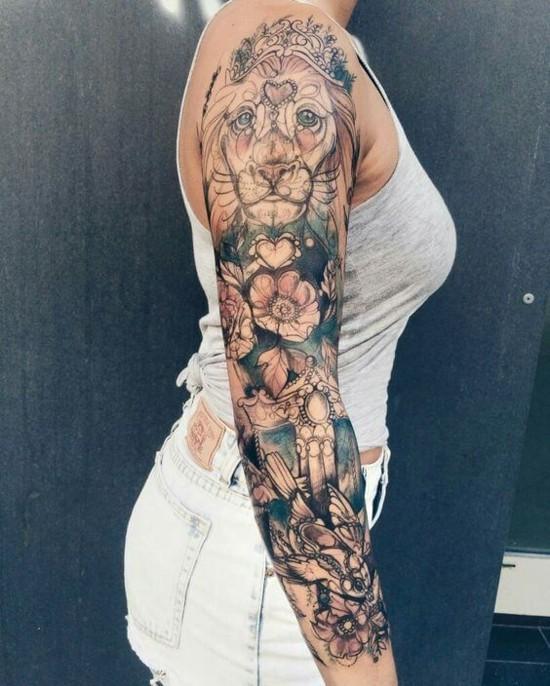 löwe blumen sleeve tattoo ideen
