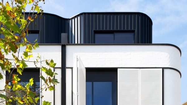 moderne architektur in schwarz und weiß