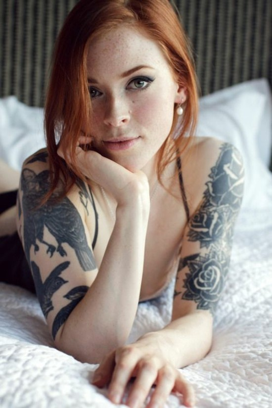 rosen und vögel sleeve tattoo ideen für frauen