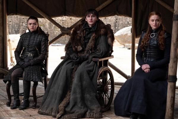 sitzend am thron game of thrones