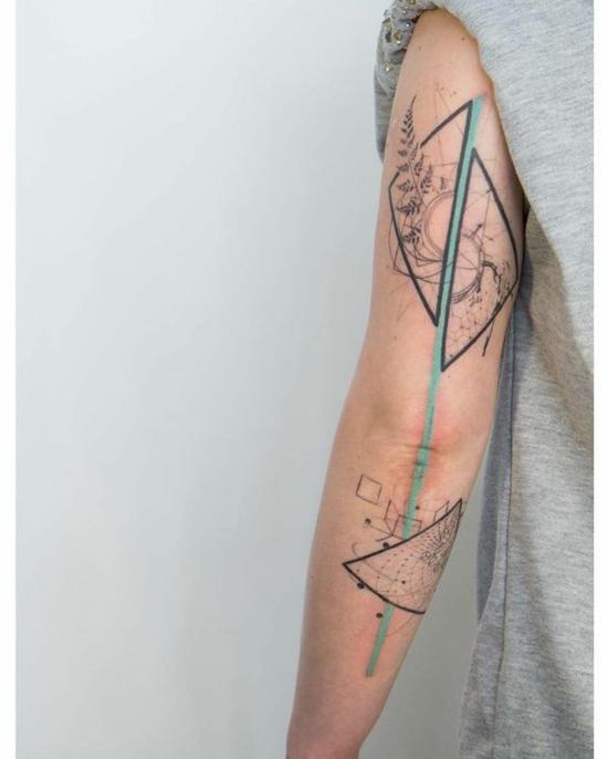 sleeve tattoo ideen für frauen geometrisch