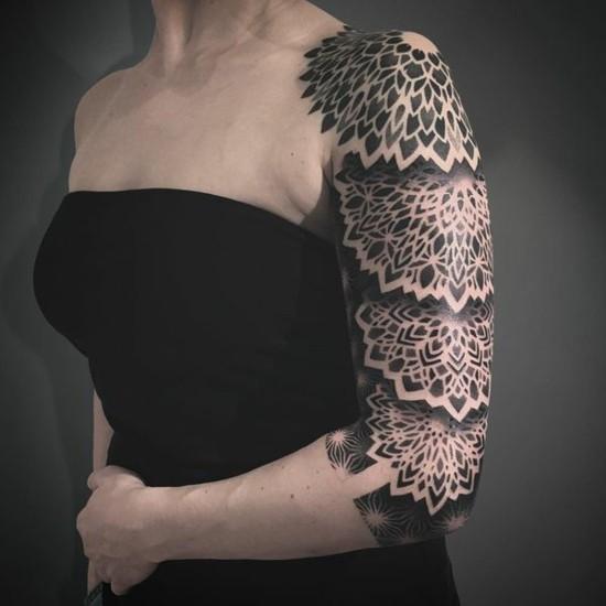 sleeve tattoo ideen für frauen ornamental