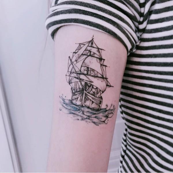 tattoo ideen kleines schiff