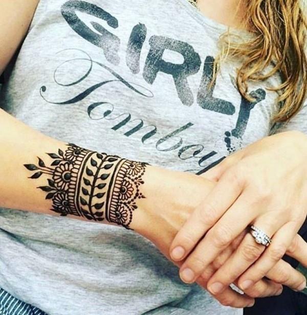 tattoo ideen schmuck für das handgelenk