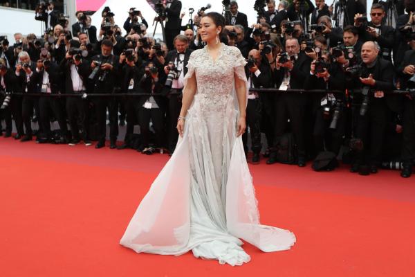 tolles weißes kleid Gong Li