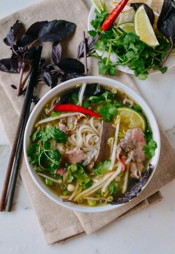 vietnamesische Pho Suppe selber zubereiten Rezept Rindfleisch Nudeln Suppe