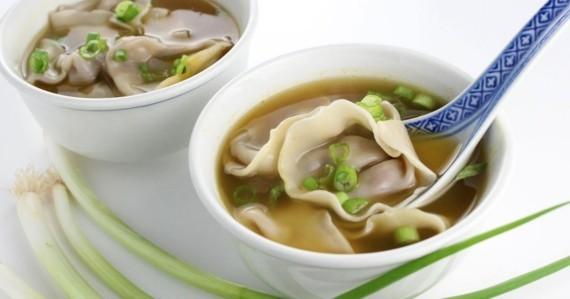 würzige Wan Tan Suppe chinesische Suppe Wan Tan Teigtaschen