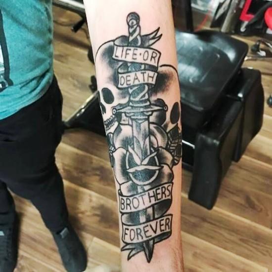 170 kreative Geschwister Tattoo Ideen und Inspirationen bruder gruselig schädel messer