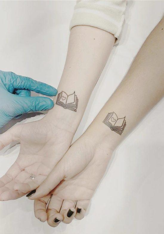 170 kreative Geschwister Tattoo Ideen und Inspirationen buch mit herz seiten
