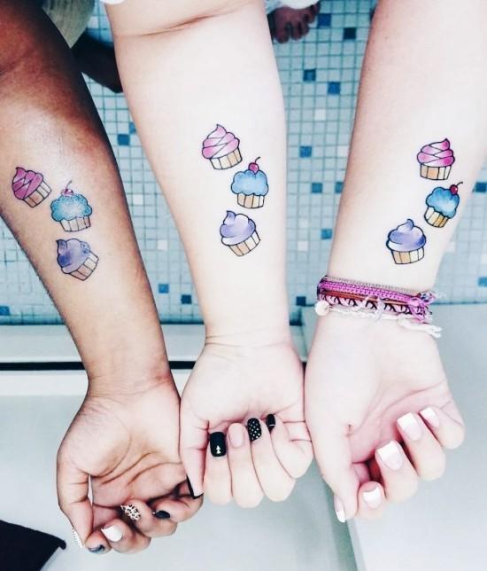 170 kreative Geschwister Tattoo Ideen und Inspirationen bunte muffins drei schwester
