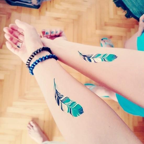170 kreative Geschwister Tattoo Ideen und Inspirationen feder blau bunt abstrakt