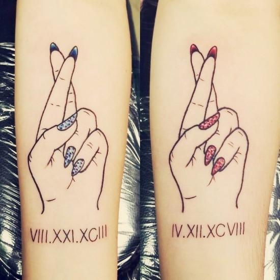 170 kreative Geschwister Tattoo Ideen und Inspirationen gekreuzte finger versprechen glück