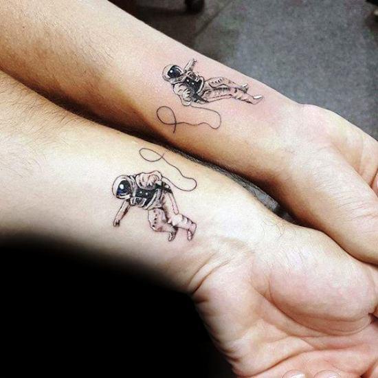 170 kreative Geschwister Tattoo Ideen und Inspirationen kosmonauten bruder schwester