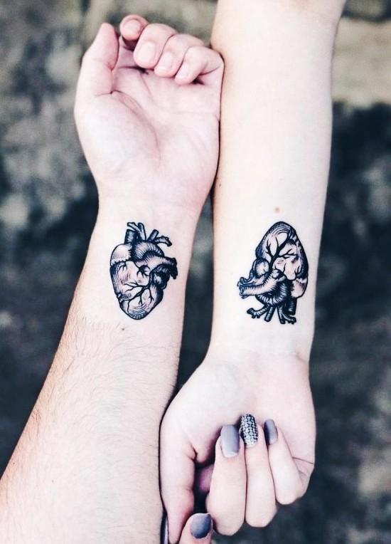 170 kreative Geschwister Tattoo Ideen und Inspirationen realistisches herz handgelenk