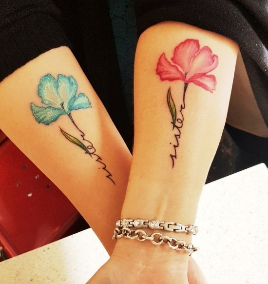 170 kreative Geschwister Tattoo Ideen und Inspirationen schwester blumen blau rot